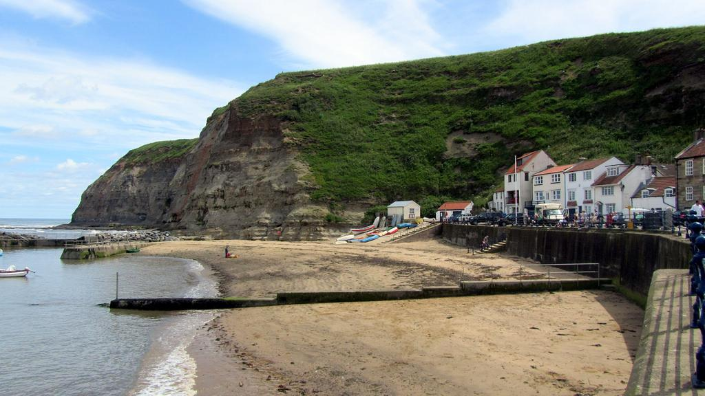 staithes beach in yorkshire
