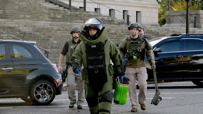 9057566_web1_M-Bomb-Squad-Governor-EDH-171024