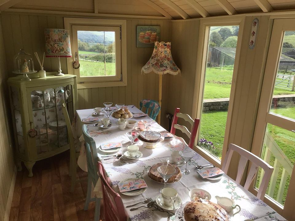 Betty's vintage hut littondale